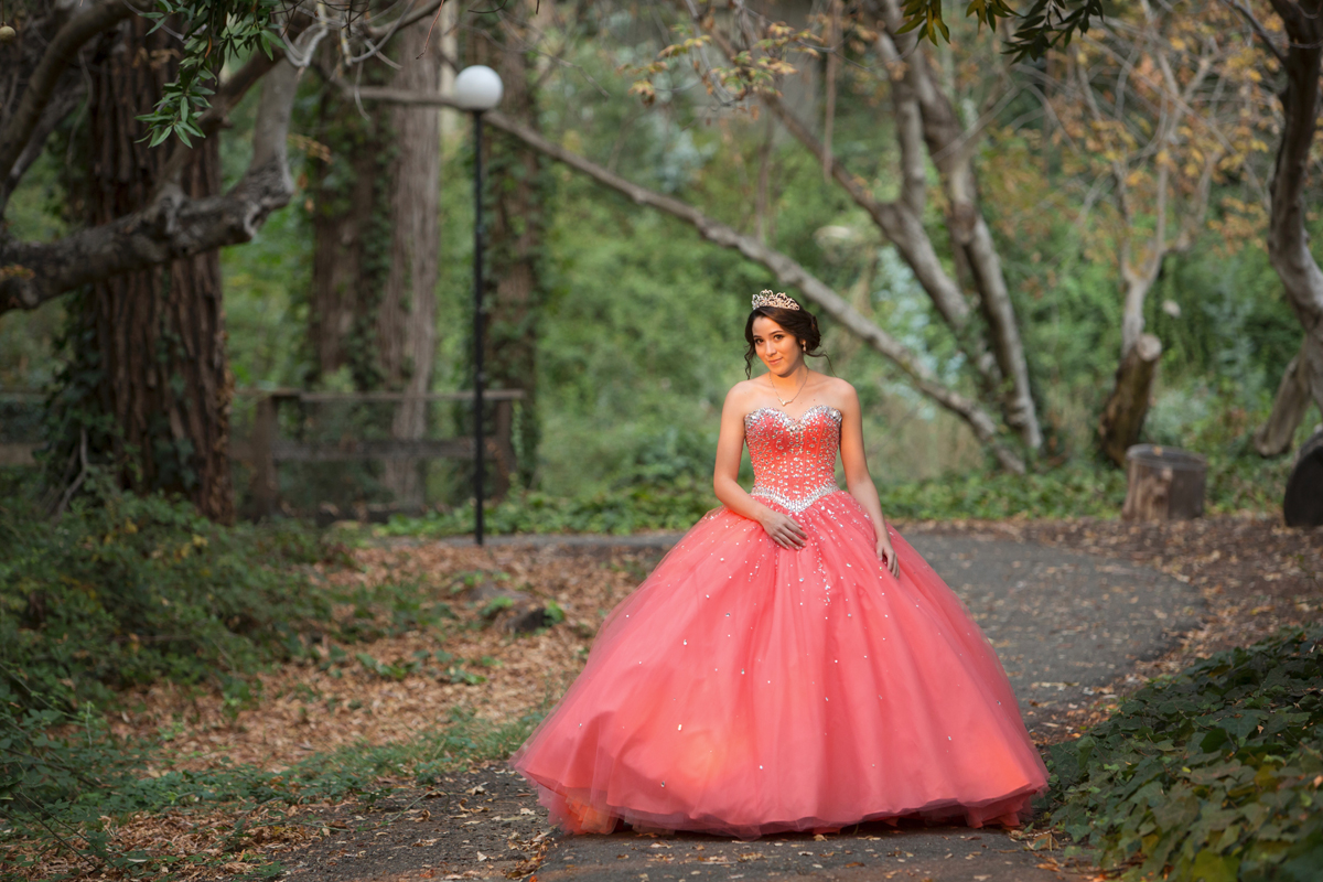 Laura_Cottril_Mills_College_quinceanera_3